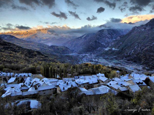 Una foto de un valle nevado hace, que los aficionados de los deportes de invierno despierten y empiecen a pensar en esos días que van a disfrutar de la nieve.